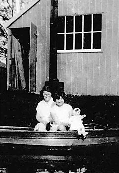 Violet Davey and daughter Madge