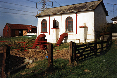 c.1998 pumphouse containing electric pumps