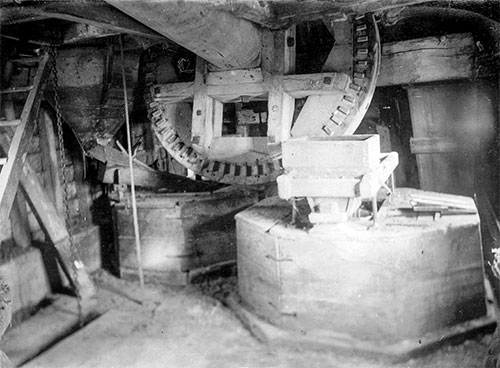 Windshaft, sack hoist and stone tuns - c.1920