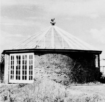 Roundhouse in use as a greenhouse - 24th May 1979