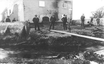 Remains of the old bridge near the gable end after the flood in August 1912